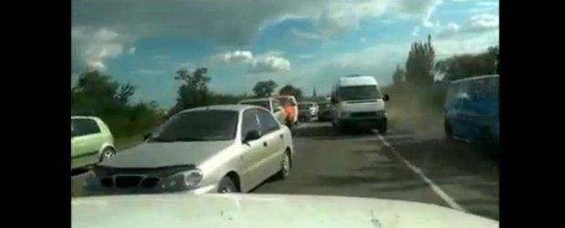 Credeai ca stii ce e ala trafic haotic? Nu ai mai vazut niciodata asa ceva!