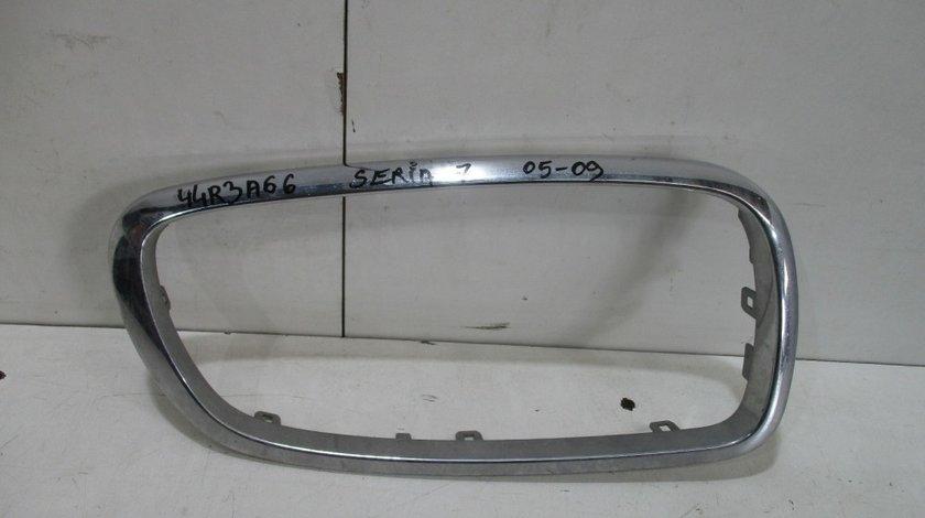 Crom grila radiator dreapta BMW Seria 7 E65 / E66 an 2005-2009 cod 51137145740