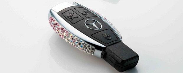 Culmea opulentei: Cheie Mercedes decorata cu cristale Swarovski