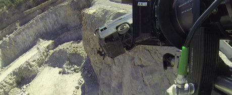 Cum a fost facuta scena din FURIOUS 7 cu Paul si autobuzul ce cade in prapastie?