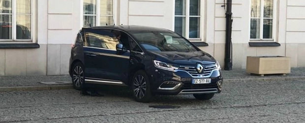 Cum a ramas presedintele Frantei in drum. Renault-ul blindat s-a stricat si nu a mai vrut sa porneasca