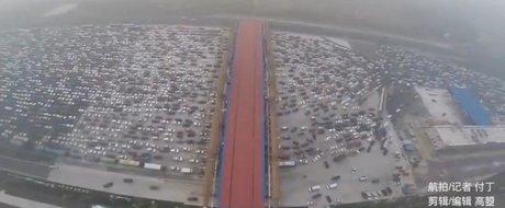 Cum arata cel mai mare ambuteiaj din lume: masini blocate pe o sosea cu 50 de benzi!
