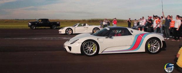 Cum arata EVOLUTIA: Scurta liniuta intre noul Porsche 918 si vechiul Carrera GT