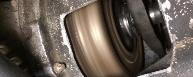 Cum cupleaza ambreiajul: VIDEO din interiorul cutiei de viteze