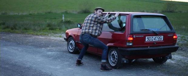 Cum incearca sa-si vanda masina un comic irlandez