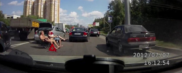 Cum sa astepti politia Like a Boss dupa ce ai provocat un accident in trafic