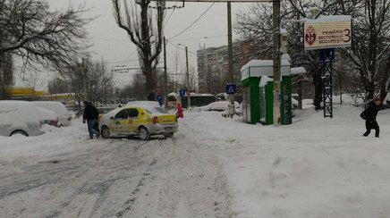 Cum sa circulam cu masina in orasul inzapezit cand autoritatile sunt luate prin surprindere