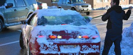 Cum sa-ti dezgheti si sa-ti dezaburesti masina in doar 5 minute