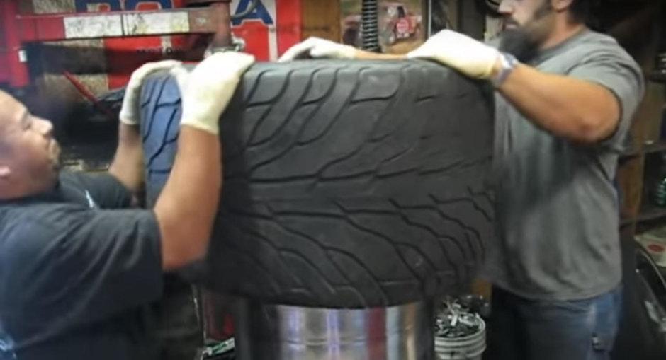 Cum se monteaza pe cea mai lata janta, cea mai lata anvelopa auto din lume?