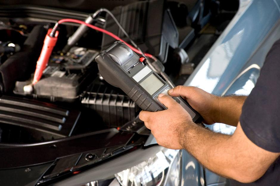Cum se schimba o baterie auto