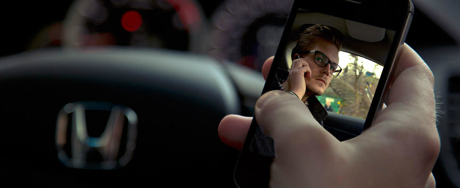 Cum sunt romanii la volan: 17% isi fac selfie-uri si 18% flirteaza