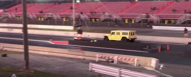 Curiozitatea Zilei: Cat de... rapid este un Hummer H1 pe sfertul de mila?