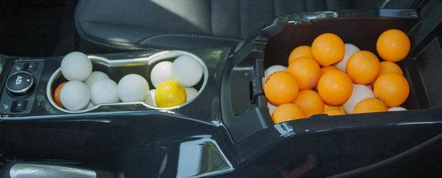 Curiozitatea Zilei: Cate mingi de ping pong incap intr-un Ford Escape