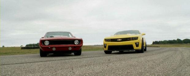 Curiozitatea Zilei: Cum se descurca noul Chevy Camaro in fata vechiului Chevy Camaro