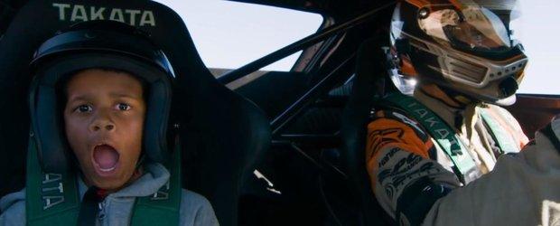 Cursa vietii: un pustan este plimbat cu o masina de 800 cp din Formula Drift