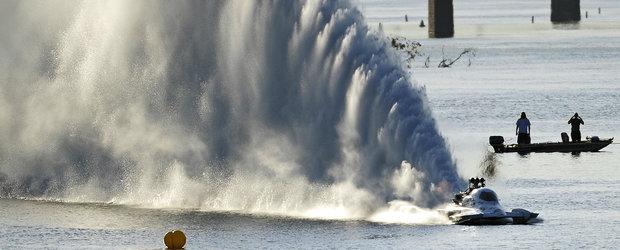 Curse de dragstere pe apa: barcile care ating 422 km/h in cativa metri