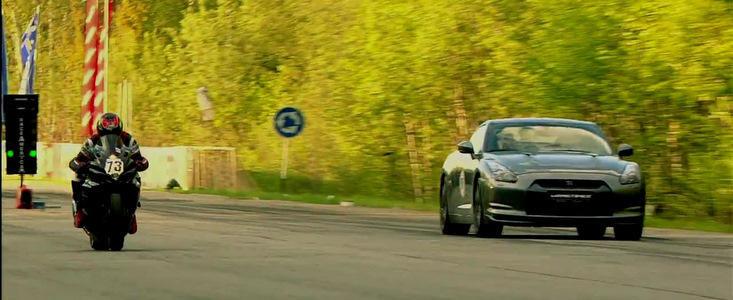 Curse Legale: Un Nissan GT-R se ia la intrecere cu o motocicleta de 200 cai putere