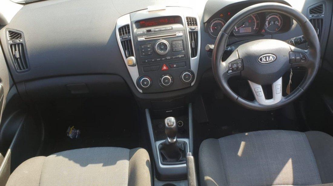 Cutie viteze manuala Kia cee'd 2011 SW facelift 1.6 crdi d4fb euro 5