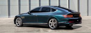 Daca nu vrei s-auzi de Seria 5, asta e masina TA. Are motor de 380 de cai, plafon de coupe si interior de mare lux