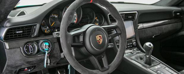 Daca Papa Strumf ar avea o masina, sigur ar fi acest Porsche 911 GT3 finisat in Miami Blue