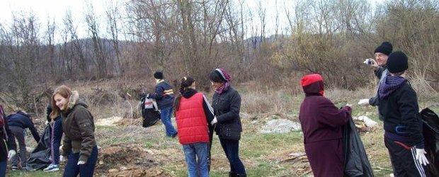 Dacia a sustinut curatenia de primavara in Mioveni