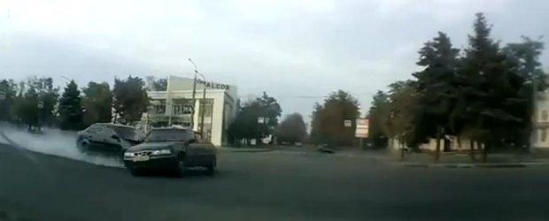 Daewoo Cielo vs. Chevrolet Lacetti intr-o intersectie ruseasca