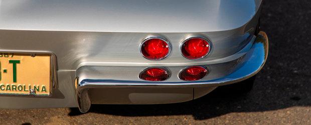 De-afara zici ca-i original, inauntru se schimba totul. Modelul din '67 are motor V8 cu injectie electronica si piele Mercedes