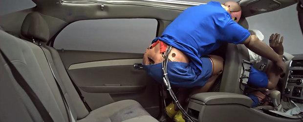DE CE este momentul sa nu mai faci pe viteazul si sa incepi sa porti centura cand calatoresti pe bancheta din spate. VIDEO