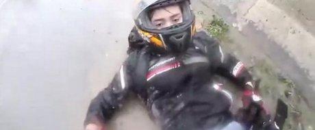 De ce mersul cu motocicleta pe vreme ploioasa este periculos?