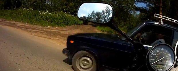 De departe, cel mai prost motociclist din lume sta undeva in Rusia!