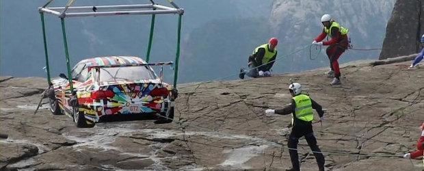 De dragul artei, BMW urca modelul M3 Art Car la peste 600 de metri inaltime. VIDEO AICI!