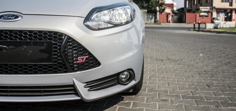 De la standard la spectaculos: transformare cu un kit exterior Ford Focus ST