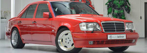 De pe vremea cand AMG nu era detinut de MERCEDES. Pretul urias cerut pe acest E60 AMG cu motor V8
