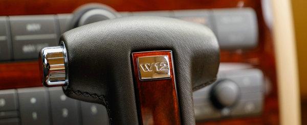 De pe vremea cand Volkswagen se batea cu Mercedes: acest Phaeton din 2004 are doar 12.000 KM si e de vanzare