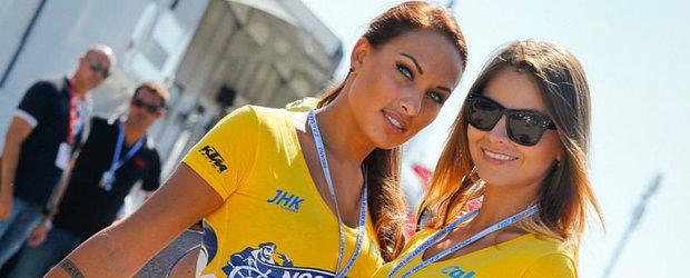 Defilare de fotomodele sexy la ultima etapa de Moto GP din Italia