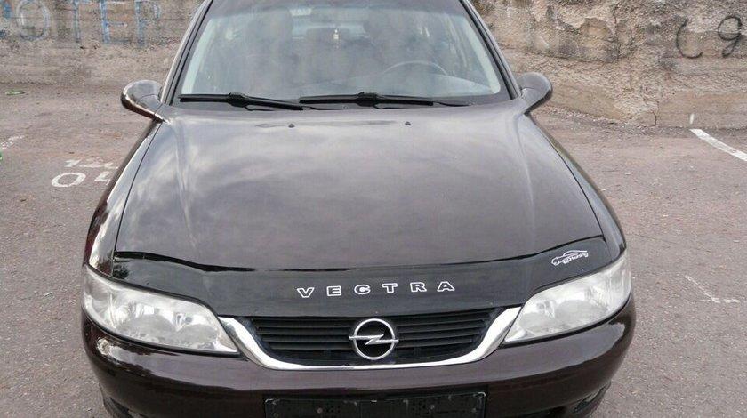 Deflector capota Opel Astra J