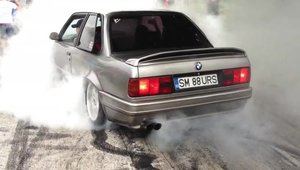 Demonstratie: BMW E30 Burnout!