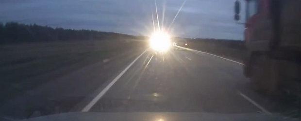 Depasirea unui tir se incheie prost pentru un sofer rus si pasagerii sai