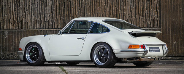 Design-ul clasic si tehnologia moderna transforma acest Porsche 911 in...