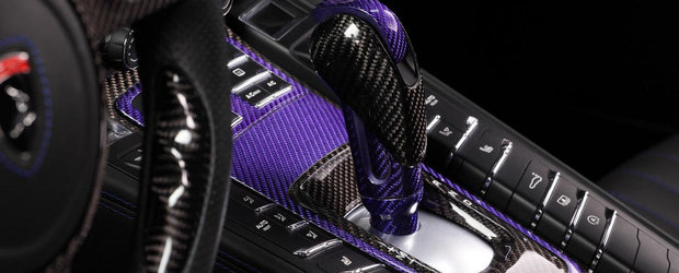 Detii un Porsche Panamera? Ce-ai zice de niste fibra de carbon... mov?