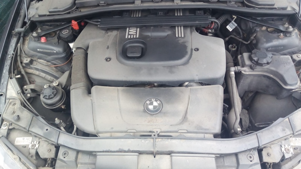 Dezmembram BMW 320D SE TOURING E91 an fab 2005 motor 2.0 cutie manuala 6 trepte.