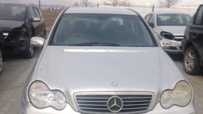 Dezmembram Mercedes Benz C Class,W203,2.2 cdi,an fabr 2003