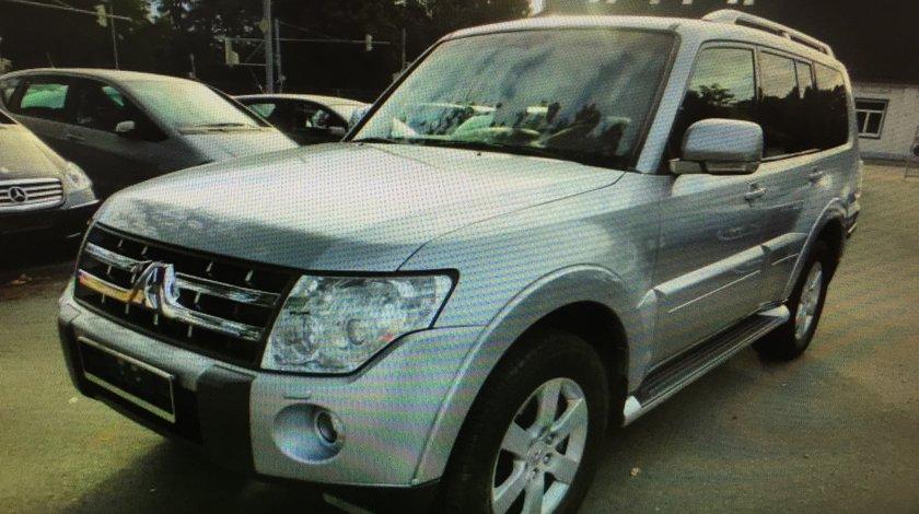 Dezmembram Mitsubishi Pajero 4 2008-2011