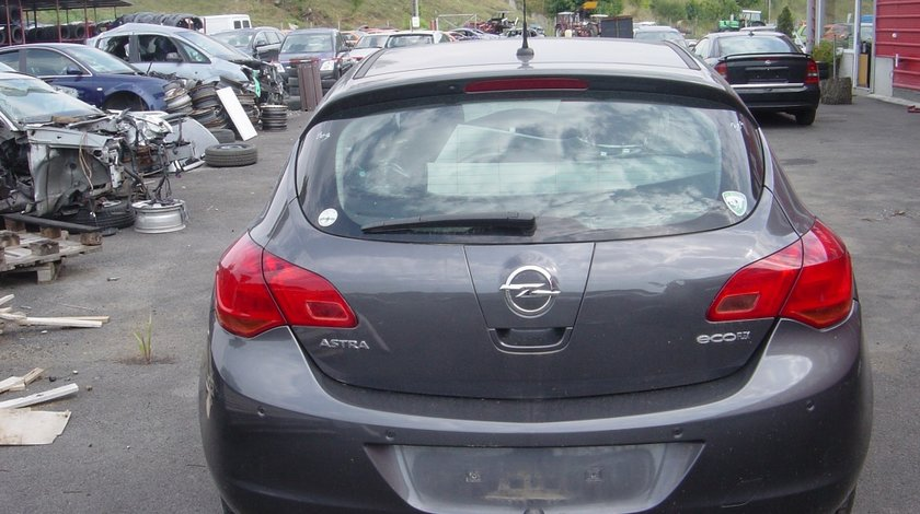 Dezmembram Opel Astra J 1.3 CDTI DIN 2011