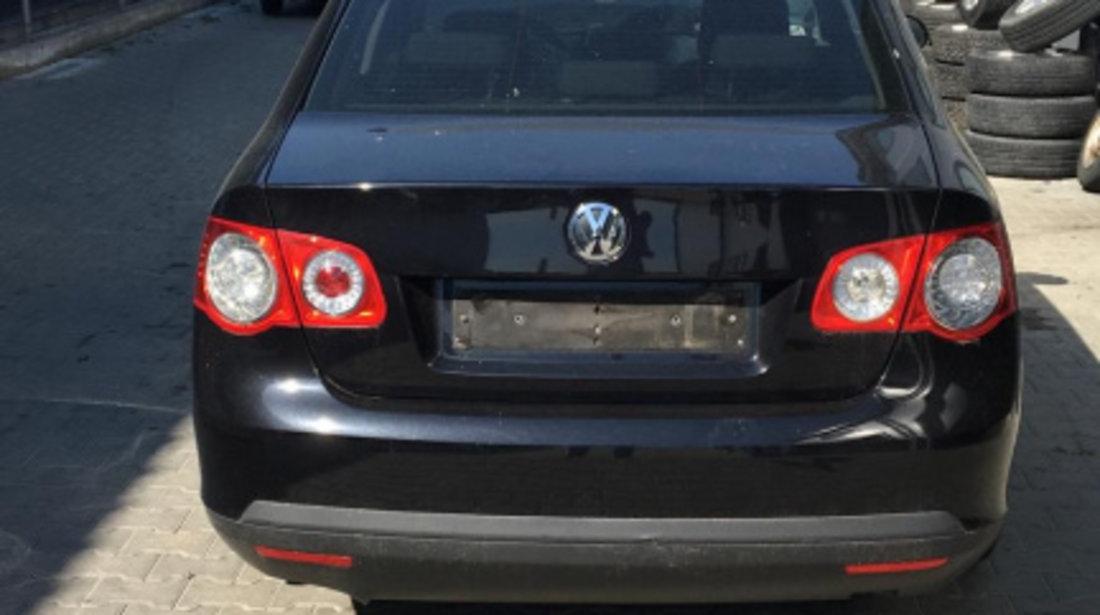 Dezmembram Volkswagen Jetta 1.6 FSI cutie viteze 6 trepte an fabr 2008