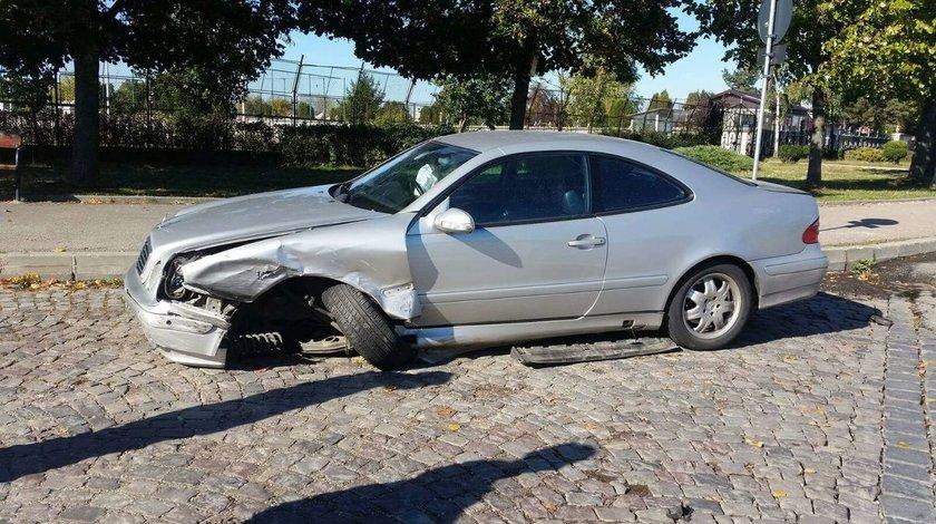 Dezmembrari Mercedes CLK c208 2001
