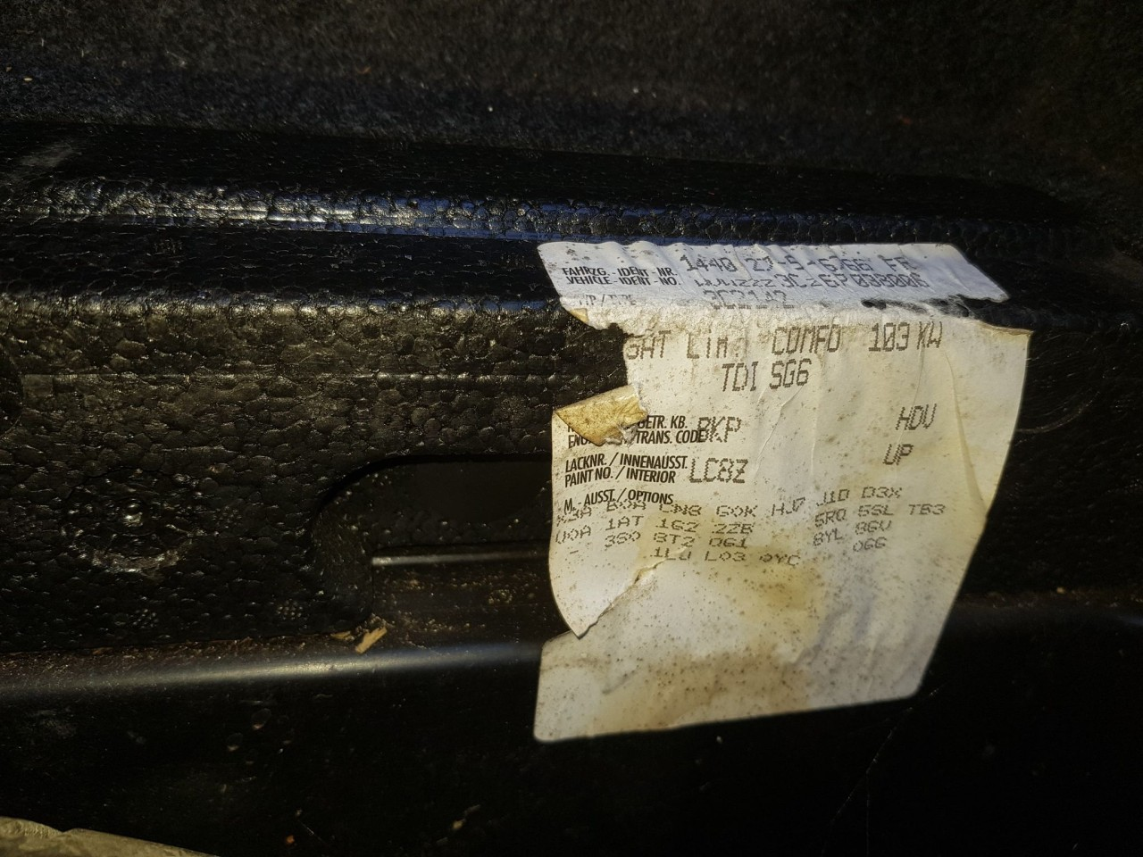 Dezmembrari vw passat b6 berlina 2.0 tdi bkp cutie manuala cod culoare LC8Z 217.000 km