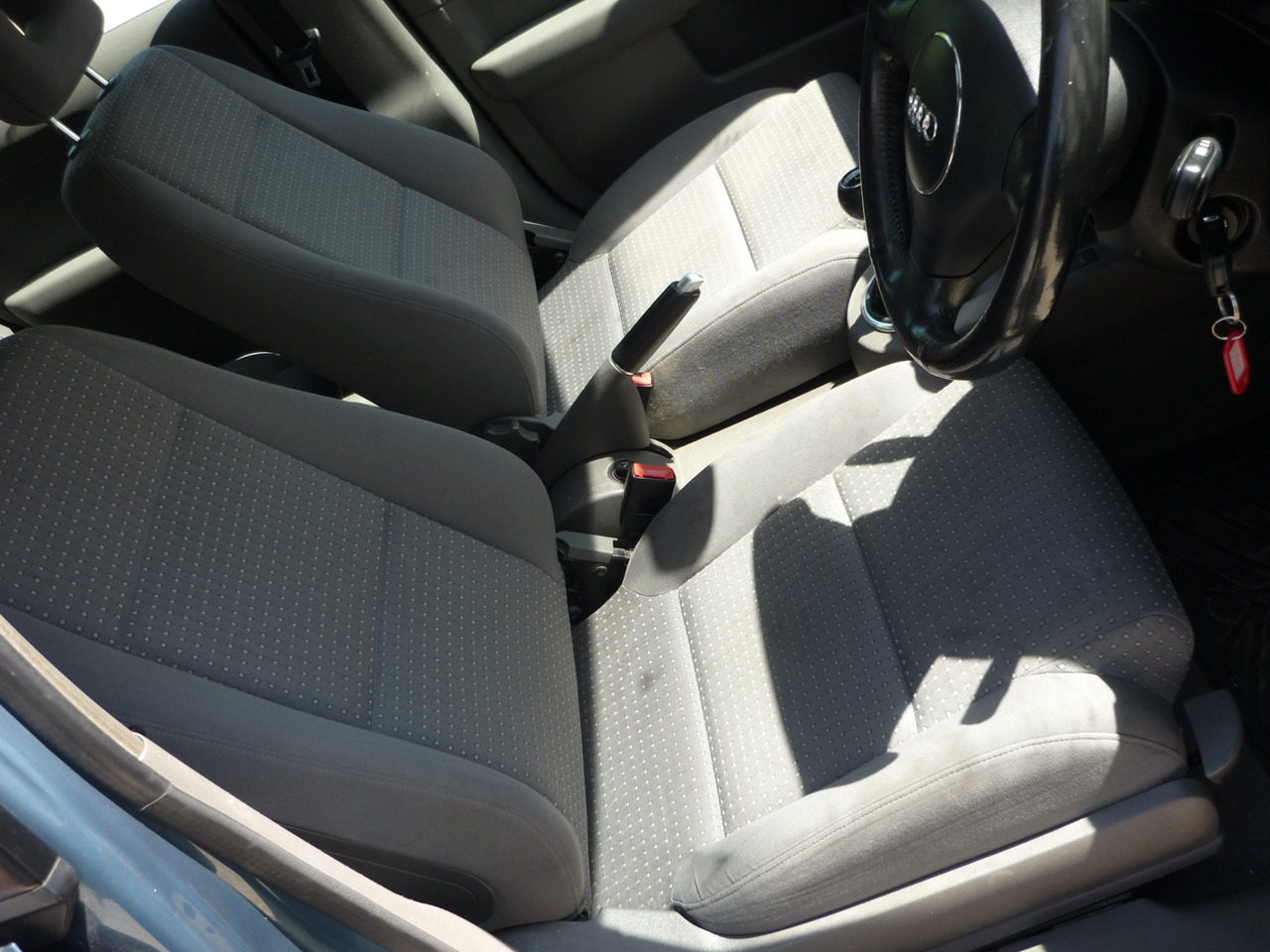 Dezmembrez Audi A2, 1.4 benzina, cod motor AUA, an 2002