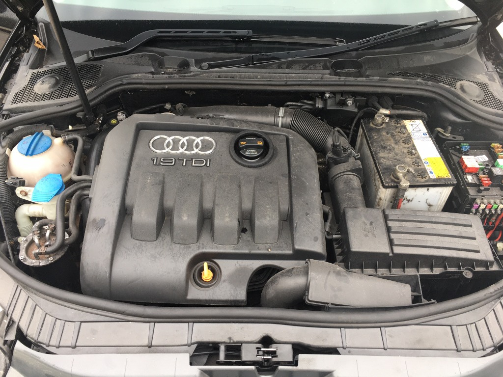Dezmembrez Audi A3 8P 2009 Hatchback 1.9 TDI