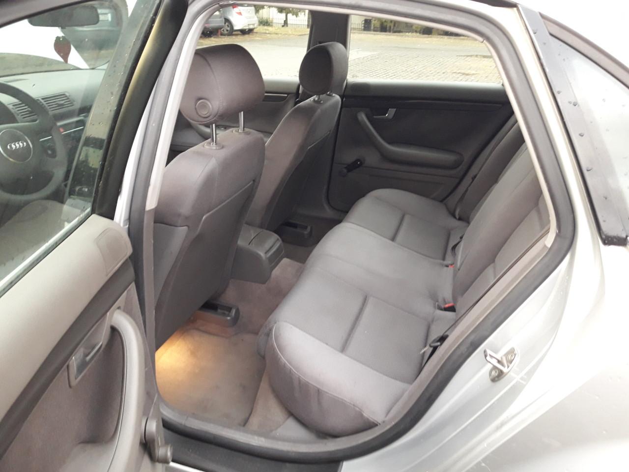 Dezmembrez AUDI A4 B6, berlina, motor 2.0(1984cmc) ALT, Benzina 130 CP, 2001,CVM 5 tr, Argintiu LY7W